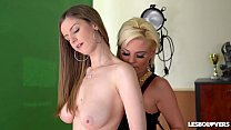 Lesbo lovers Afrodity & Stella Cox fill their pinks with tongues & lips