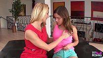 SEXYMOMMA - Dyke cougar Brenda James pussy play stepdaughter
